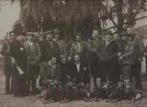 Gruppo di cacciatori di mufloni