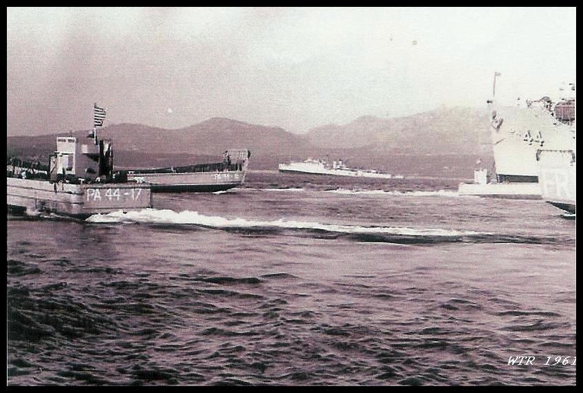 Golfo Aranci 1961 navi e zatteroni americani mentre fanno manovre